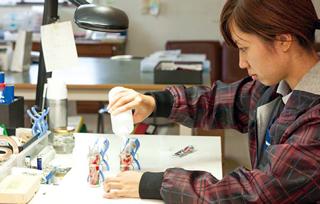 有田焼万華鏡の組み立ては、佐賀ダンボール商会で行なわれる